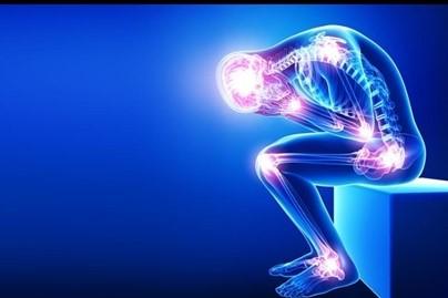 Was die meisten Menschen mit Arthrose falsch machen und deshalb im Teufelskreis der chronischen Schmerzen feststecken …